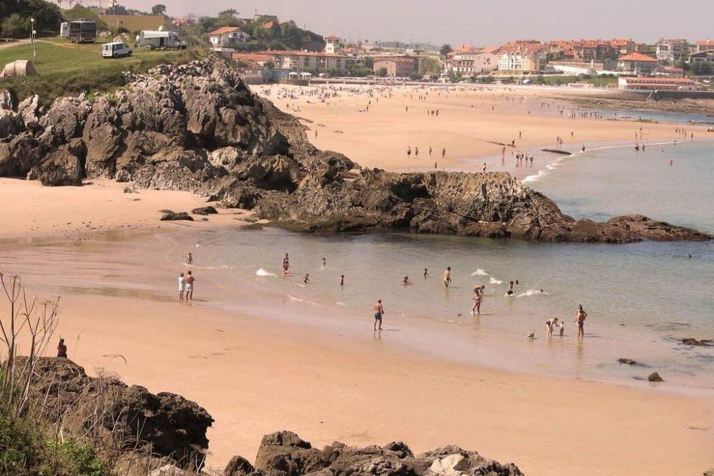 playas cerca de barcelona españa